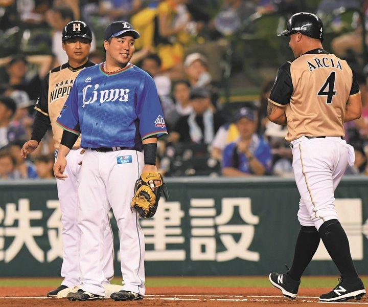 バッターが出塁したときに一塁手はどんな話をしているの?/徹底調査 ...
